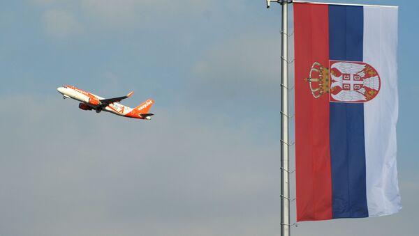 Zastava Srbije na aerodromu - Sputnik Srbija