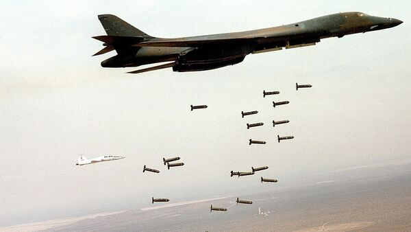 Амерички бомбардер Б1 баца касетне бомбе - Sputnik Србија