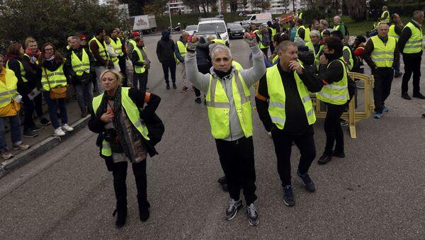 Протест због цена горива у Паризу - Sputnik Србија