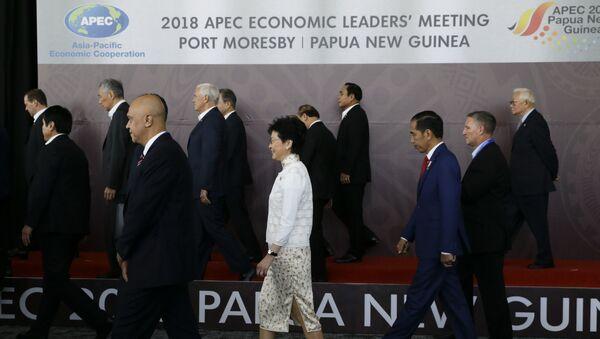 Лидери земаља-чланица АПЕЦ-а након заједничког фотографисања на крају самита у Папуа-Новој Гвинеји - Sputnik Србија