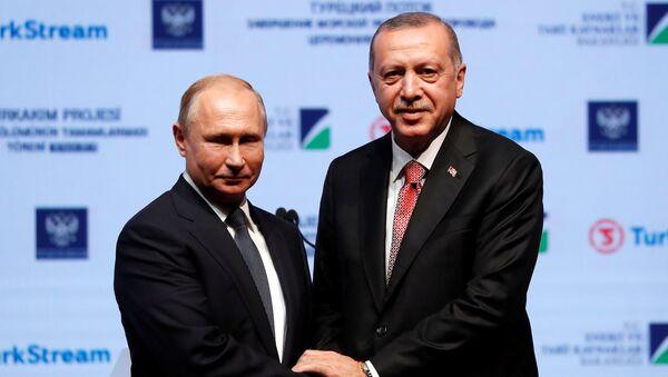 Владимир Путин и Реџеп Тајип Ердоган на церемонији завршетка постављања морског дела Турског тока - Sputnik Србија