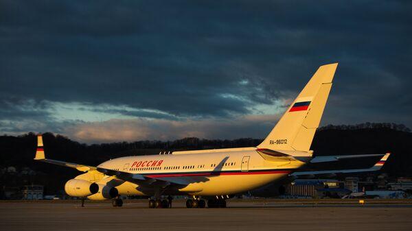 Avion Il-96 na međunarodnom aerodromu u Sočiju - Sputnik Srbija