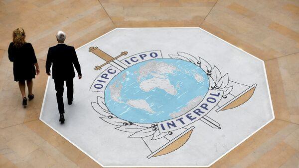 Лого Интерпола у седишту међународне полицијске организације у Лиону у Француској - Sputnik Србија