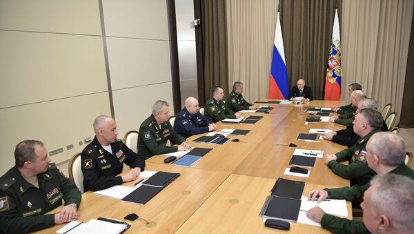 Председник Русије Владимир Путин на састанку са руководством Министарства одбране Русије - Sputnik Србија