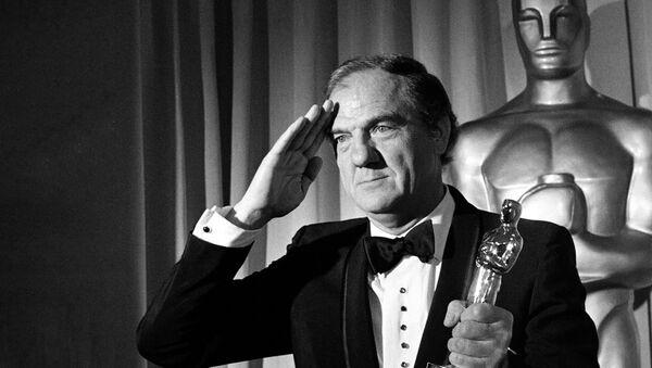 Karl Malden sa statuom Oskara - Sputnik Srbija
