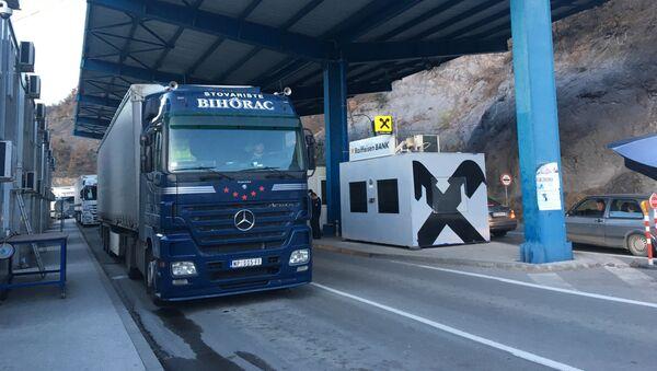 Kamion robe na prelazu Jarinje - Sputnik Srbija