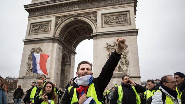 Protesti protiv rasta cena benzina u Parizu - Sputnik Srbija