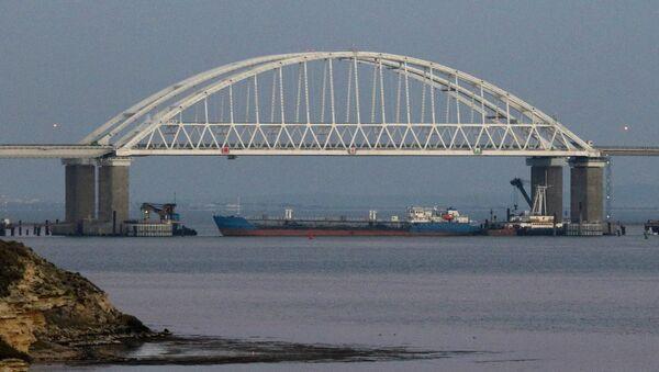 Blokirani Krimski most u Kerčkom moreuzu nakon provokacija ukrajinske ratne mornarice - Sputnik Srbija