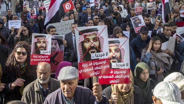Protest u Tunisu protiv posete saudijskog princa prestolonaslednika Mohameda bin Salmana - Sputnik Srbija