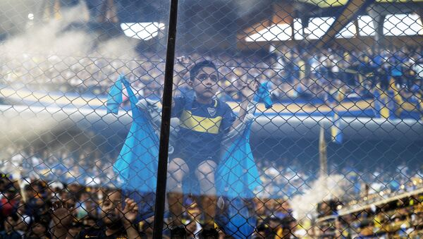 Dečak, navijač Boke juniors u dresu kluba na stadionu Bombonjera u Buenos Ajresu 17. novembra 2018. - Sputnik Srbija