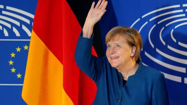 Nemačka kancelarka Angela Merkel pozdravlja prisutne u Evropskom parlamentu u Strazburu - Sputnik Srbija