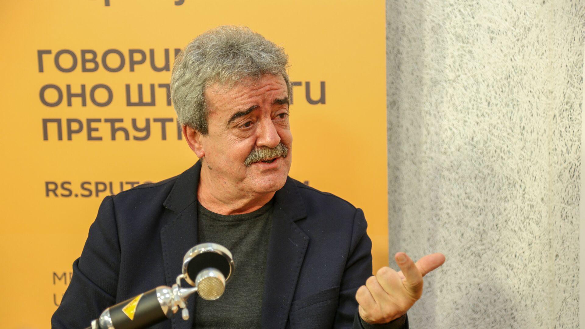 Момир Булатовић: Тешко је остварити сарадњу и измакнути се од долара, када је сваки компјутер сваке банке калибриран на долар  - Sputnik Србија, 1920, 25.09.2021