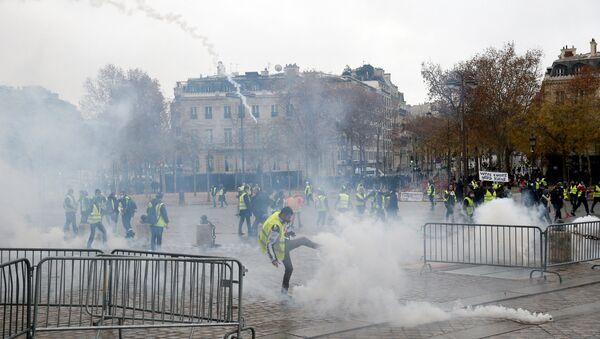 Demonstracije u Parizu - Sputnik Srbija