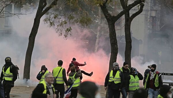 Протести жутих прслука у Паризу - Sputnik Србија
