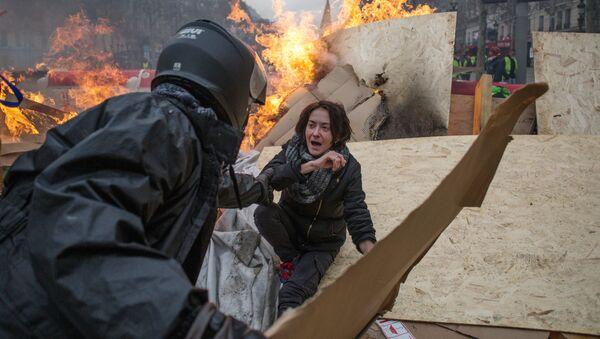 Протести у Паризу - Sputnik Србија