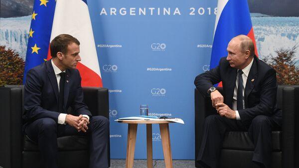 Predsednici Francuske i Rusije, Emanuel Makron i Vladimir Putin, na marginama Samita G20 u Argentini - Sputnik Srbija