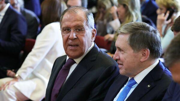 Министар спољних послова Русије Сергеј Лавров и помоћник председника Русије Јуриј Ушаков на Самиту Г20 у Аргентини - Sputnik Србија