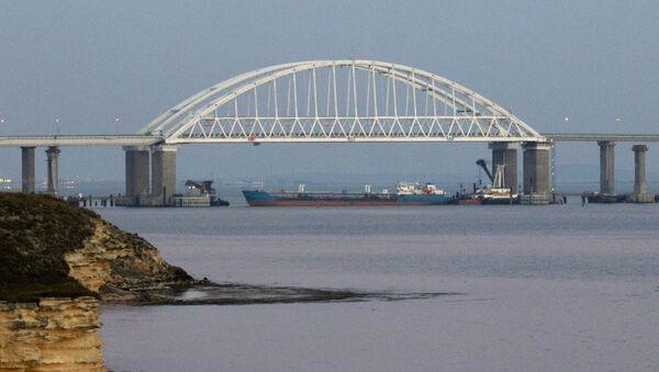 Поглед на Кримски мост у Керчком заливу - Sputnik Србија