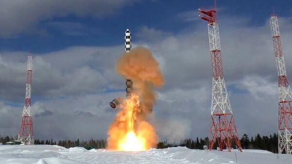 Лансирање тешке интерконтиненталне балистичке ракет Сармат са космодрома Плесецк у Архангелској области Русије - Sputnik Србија