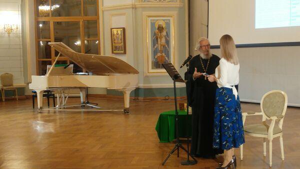 Otac Lav Semjonov i Alina Solovjova - Sputnik Srbija