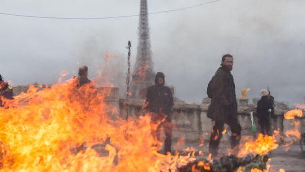 Париз у пламену - Sputnik Србија