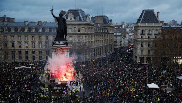 Демонстрације Жутих прслука у Паризу - Sputnik Србија