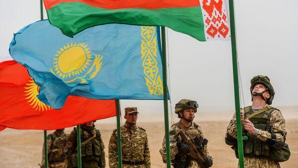 Zastave na ceremoniji otvaranja zajedničkih protivterorističkih vojnih vežbi zajedničkih snaga za brzo reagovanje država-članica ODKB u Tadžikistanu - Sputnik Srbija