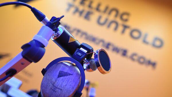 Микрофони и слушалице ручно прављене за потребе радија Спутњик - Sputnik Србија