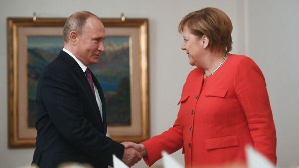 Председник Русије Владимир Путин и немачка канцеларка Ангела Меркел - Sputnik Србија