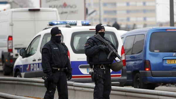 Немачки полицајци патролирају на француско-немачкој граници након пуцњаве у Стразбуру - Sputnik Србија