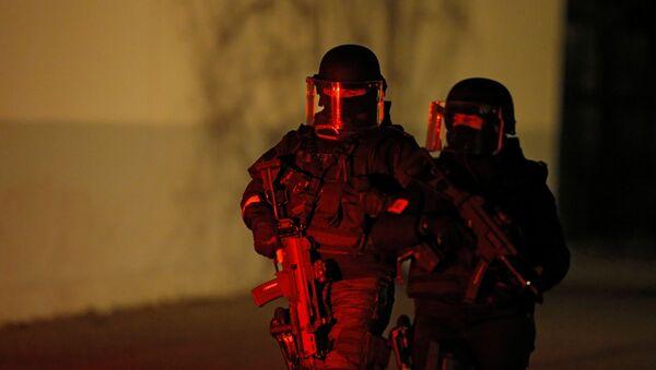 Припадници специјалних снага француске полиције обезбеђују област полицијске операције у Стразбуру - Sputnik Србија