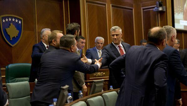 Хашим Тачи прима честитке у скупштини после гласања о формирању војске тзв. Косова - Sputnik Србија