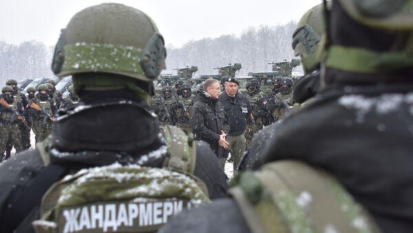 Министар унутрашњих послова др Небојша Стефановић обишао је данас припаднике Жандармерије у бази у Липовици - Sputnik Србија