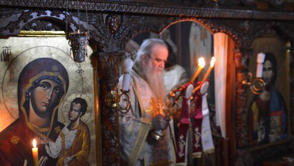 Митрополит црногорско приморски Амфилохије служи литургију у Пећкој патријаршији. - Sputnik Србија