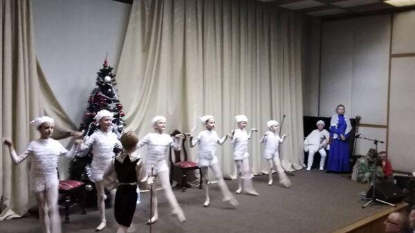 """Ruska Dečija umetnička škola """"M.A. Balakireva"""" nastupa u Ambasadi Srbije u Moskvi. - Sputnik Srbija"""