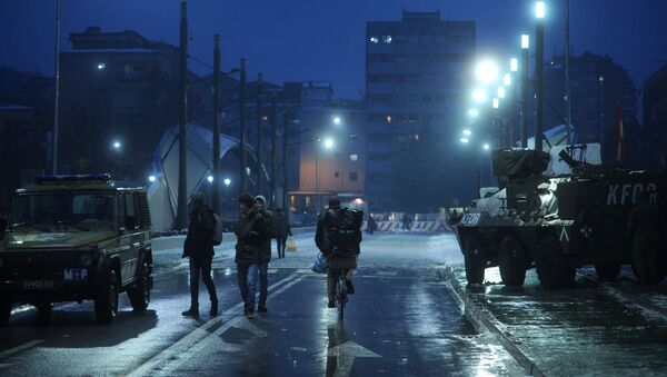 Oklopna vozila Kfora na mostu u Kosovskoj Mitrovici - Sputnik Srbija