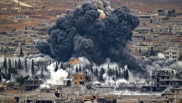 Америчка коалиција бомбардује Сирију - Sputnik Србија