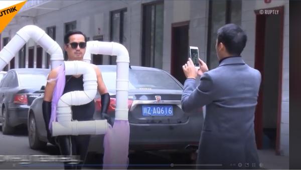 U Kini prave kostime od otpadaka (video) - Sputnik Srbija