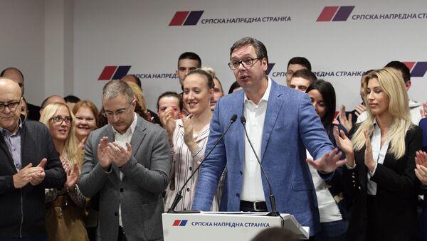 Aleksandar Vučić, lider SNS-a u obraćanju javnosti u sedištu stranke - Sputnik Srbija