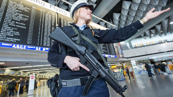 Немачка полиција на аеродрому - Sputnik Србија