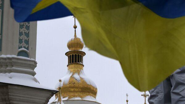 Украјинска застава испред цркве Свете Софије у Кијеву - Sputnik Србија