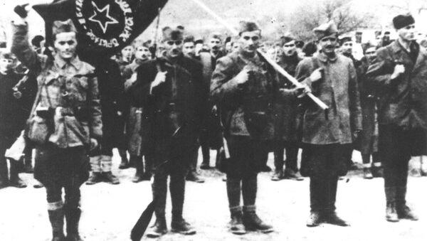 Treći bataljon Prve proleterske brigade za vreme primanja zastave u Foči 5. marta 1942. - Sputnik Srbija