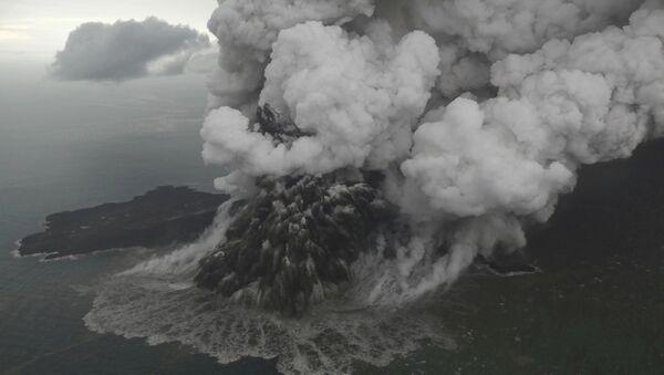 Ерупција вулкана Анак Кракатау - Sputnik Србија