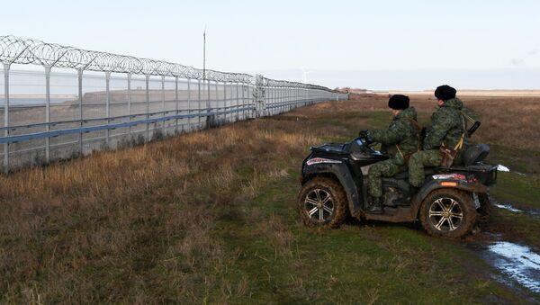 Žičana ograda između Krima i Ukrajine - Sputnik Srbija