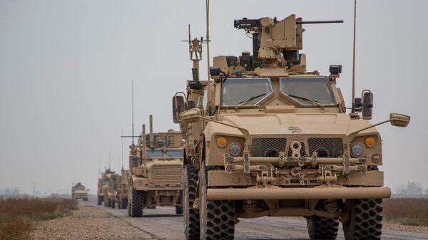 Конвој коалиционих снага на челу са САД у провинцији Дејр ел Зор у Сирији - Sputnik Србија