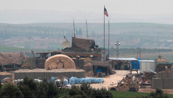 Америчка војна возила и објекти у предграђу сиријског Манбиџа - Sputnik Србија
