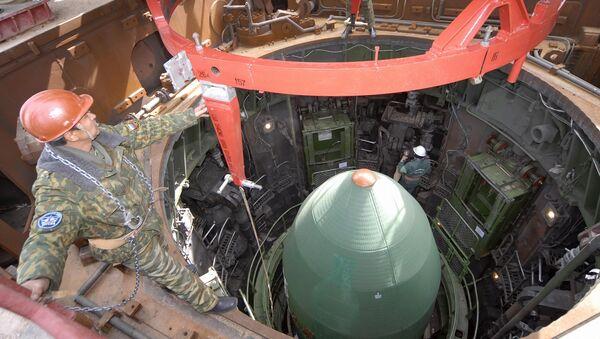Priprema za lansiranje rakete RS-20 - Sputnik Srbija