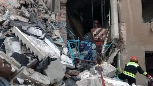 Спасиоци траже преживеле након рушења зграде у Магнитогорску - Sputnik Србија