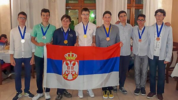 Đaci Matematičke gimnazije sa medaljama - Sputnik Srbija