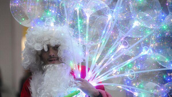 Deda Mraz u Knez Mihailovoj ulici u Beogradu uoči dočeka Nove godine - Sputnik Srbija